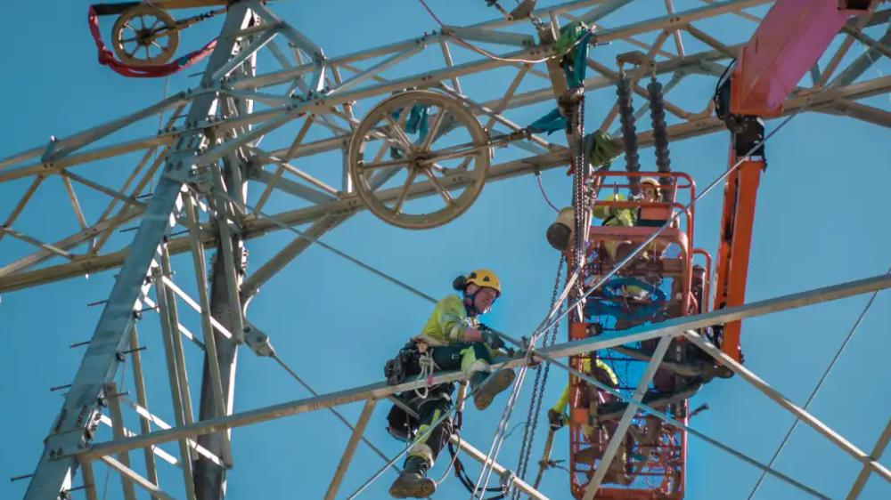 Bør du leie eller eie arbeidsutstyr til kraftlinjer og infrastruktur?